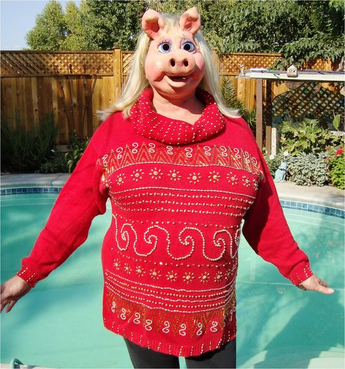 MISS PIGGY MODELS RED VALENTINE PULLOVER SWEATER L